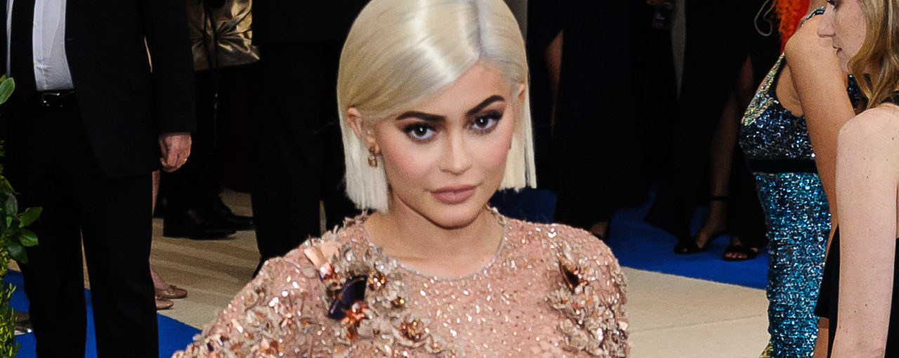 Kylie Jenner Simply stunning one length bob haircut flat ironed straight!!