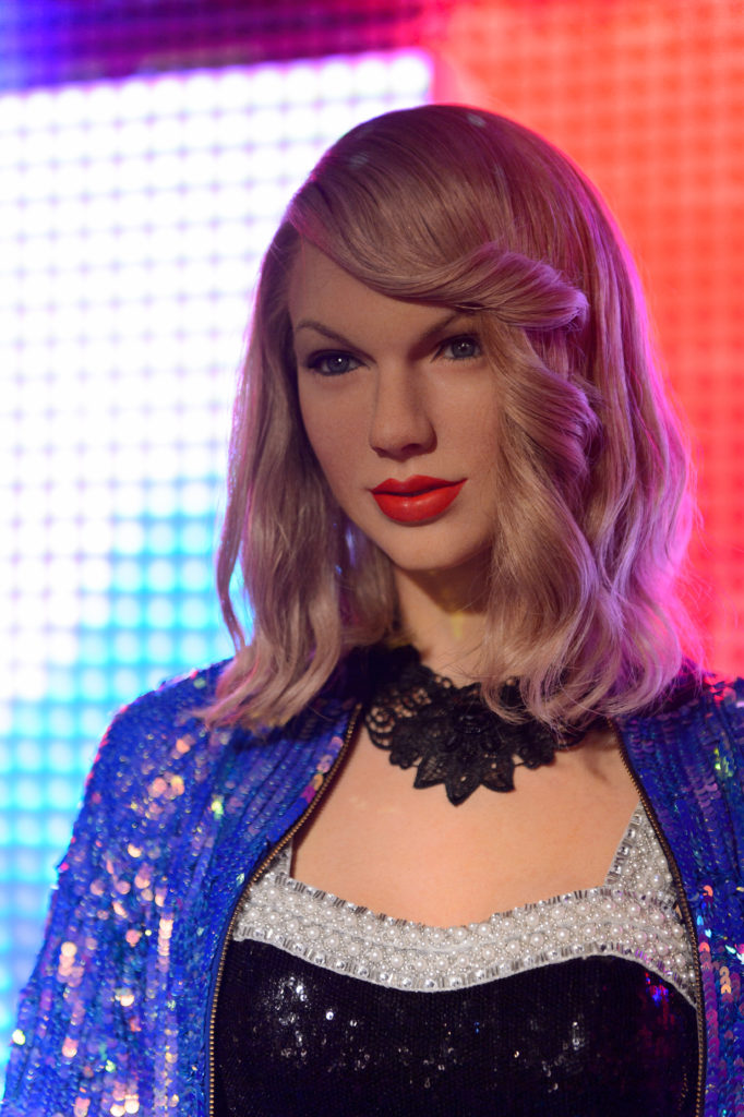 Taylor Swift The Medium Blond Flaxen Color Is Drab And Curl Is Not